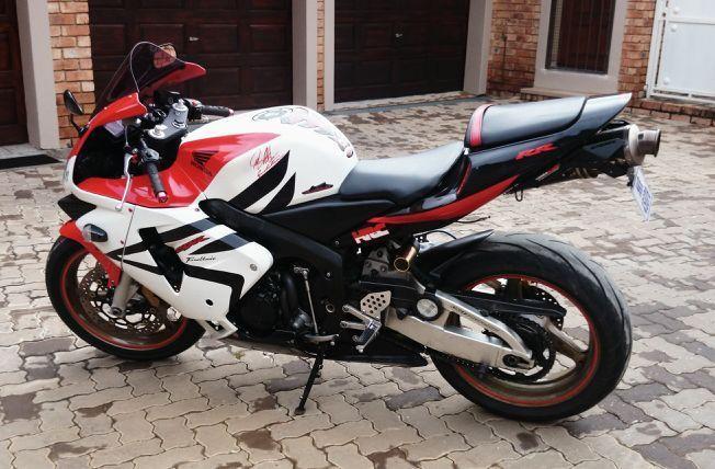 03/04 Honda CBR600RR Urgent sale Make me a cash offer for