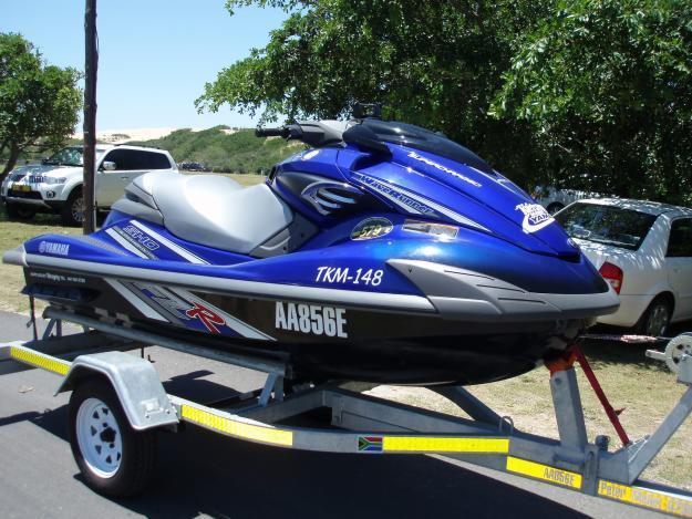 Yamaha 1800 jet ski