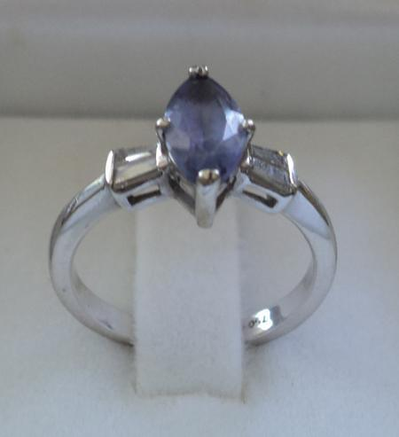 18 ct white gold diamond and tanzanite ring