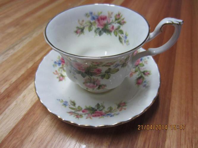 1956 Royal Albert Moss Rose Tea Set - Elegant Bone