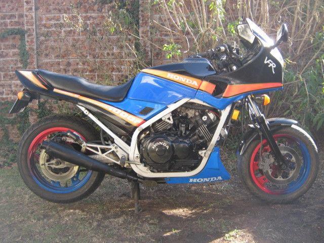 1987 Honda VFR 1000 - Super Bike