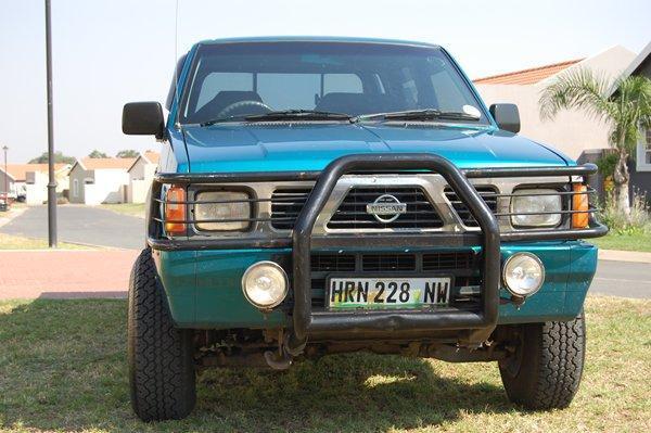 1998 Nissan Double Cab V6 3.0L 4x4 - R72500
