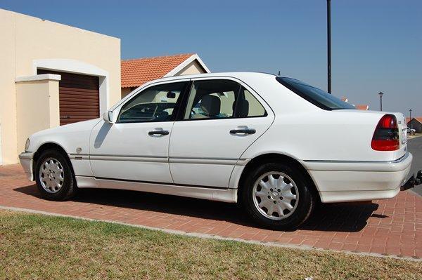 2000 C240 Tiptroninc: R 85000 - Bargain