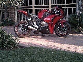 2008 Honda fireblade 1000 cc.