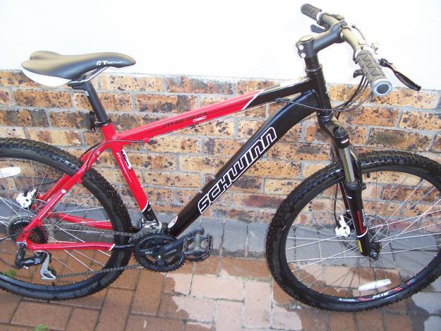 2010 Schwinn Medium Mountain Bike