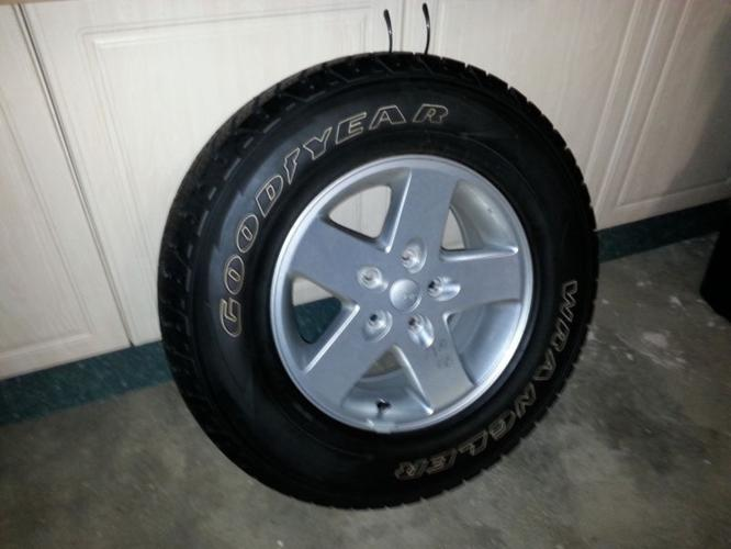 2013 Jeep Wrangler Tyres & Rims P245/75R17