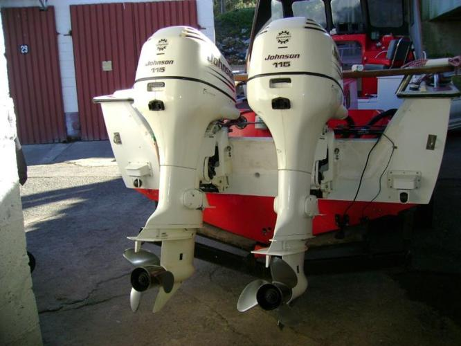 2 x 2003 Johnson 115 Outboard Motors for Sale in East London