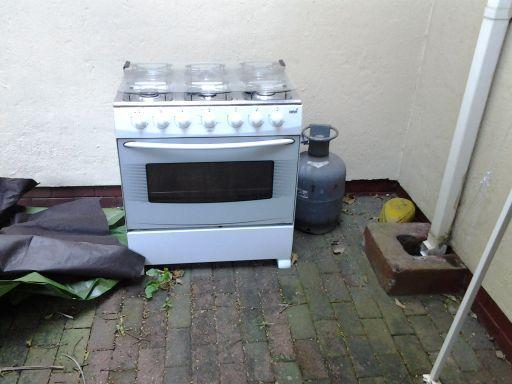 6 plate gas stove/ oven