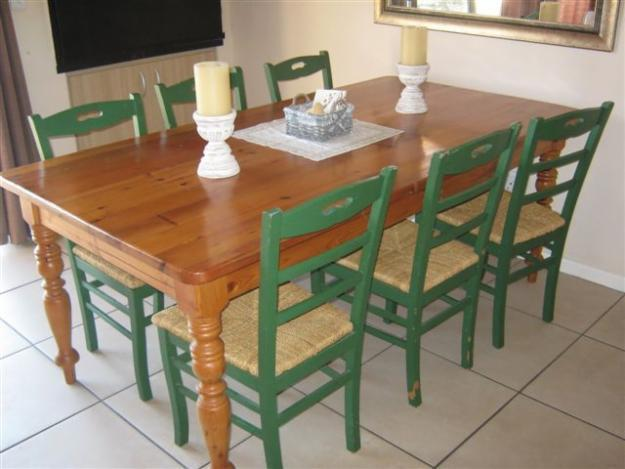 8 SEATER OREGON PINE DINING TABLE Inlc 6 Chairs