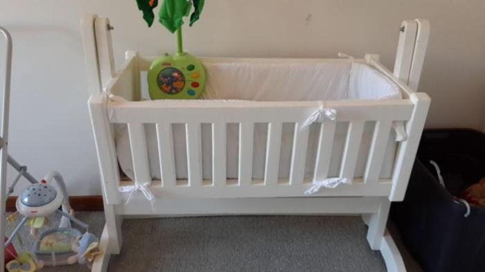 Baby swaying cot
