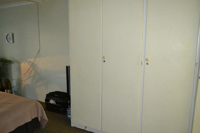 Bachelor flat for R 3000 inc water and lights