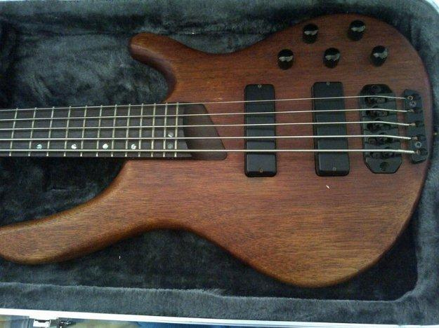 bass guitar for sale for sale in cape town western cape classified. Black Bedroom Furniture Sets. Home Design Ideas