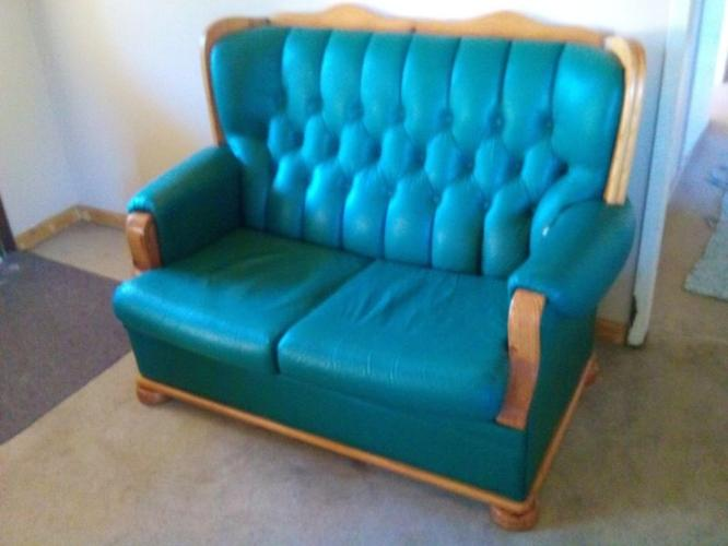 Beautiful 4 Peace Leather Lounge Suit 6 Seater For Sale In