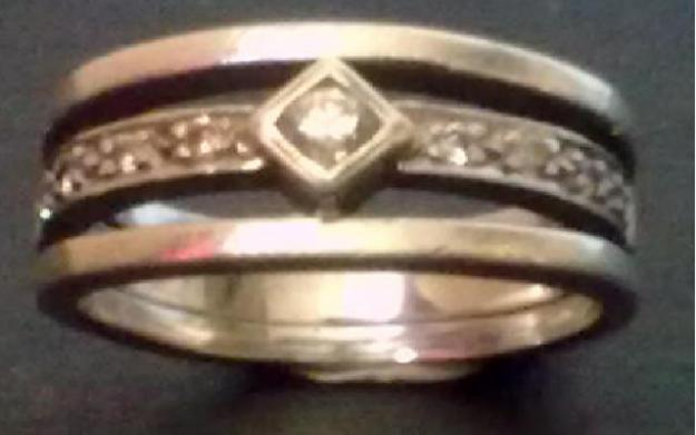 Beautiful 9ct White-gold diamond ring