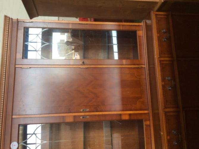 BIG DISPLAY ON CHEST CUPBOARD nice for office, linen or