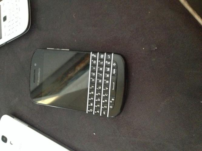 Blackberry q10 for sale R3000