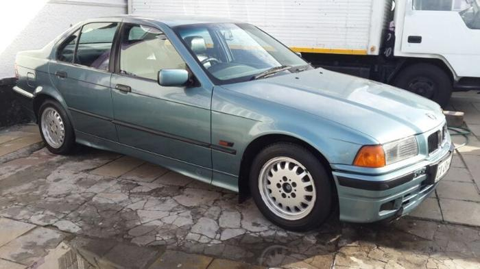 BMW 318i, 1995 auto - 220,000 km's