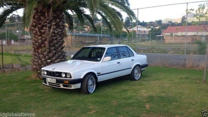 BMW 325i E30 (plastic bumper)