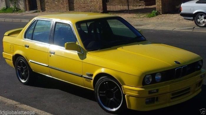 BMW 325i E30 with IS body kit