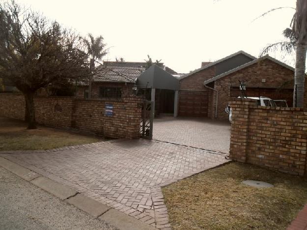 BOKSBURG, SUNWARD VILLAGE, SUNWARD PARK,.. - House For