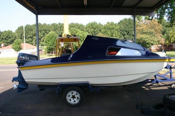 Cabin cruiser with 90hp Yamaha