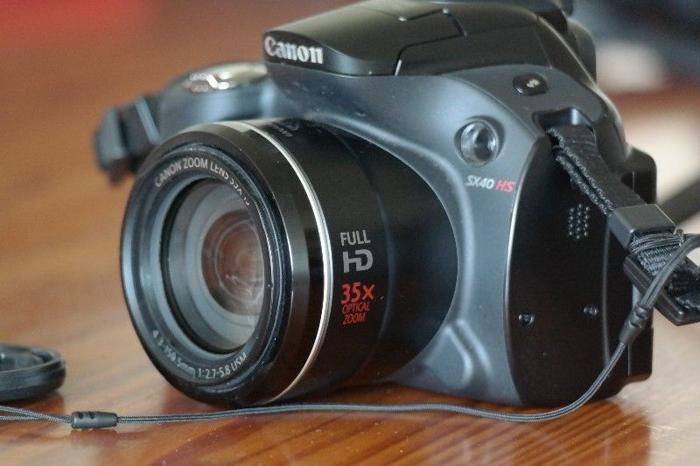 Canon SX-40 HS Bridge Camera - Very Good Condition