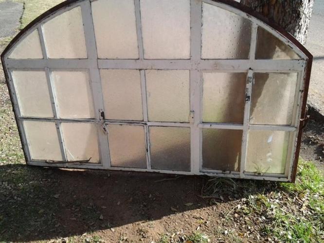 Cazmo 417-Style - Oval Window