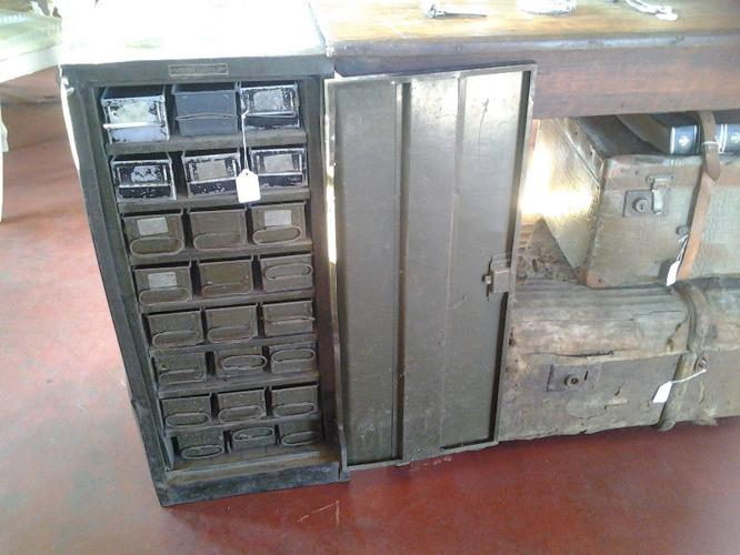Cazmo 417-Style - Wicked Metal Cabinet With Raw