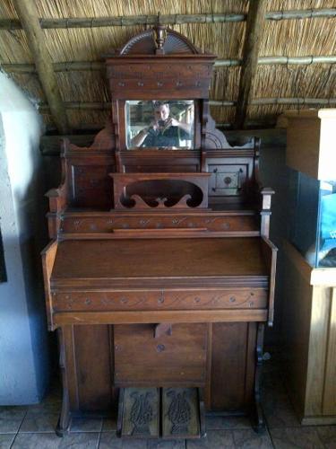 Chicago Cottage Organ