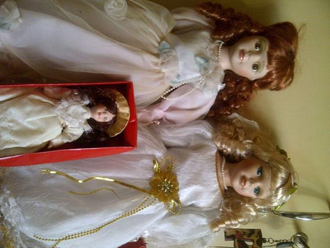 collectables and antiques dolls