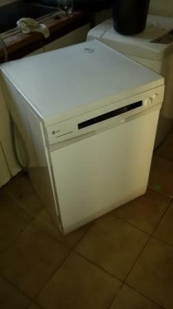 Dishwasher (LG) FOR SALE - R800 in very good working
