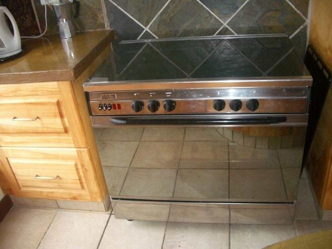 EUROGAS 5 BURNER GAS STOVE AND OVEN