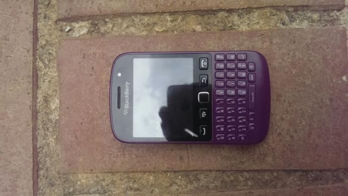 excellent condition blackberry 9720