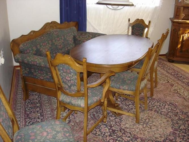EXCLUSIVE DINING ROOM TABLE