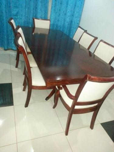 Extendable 8 seater Dining Suite for sale