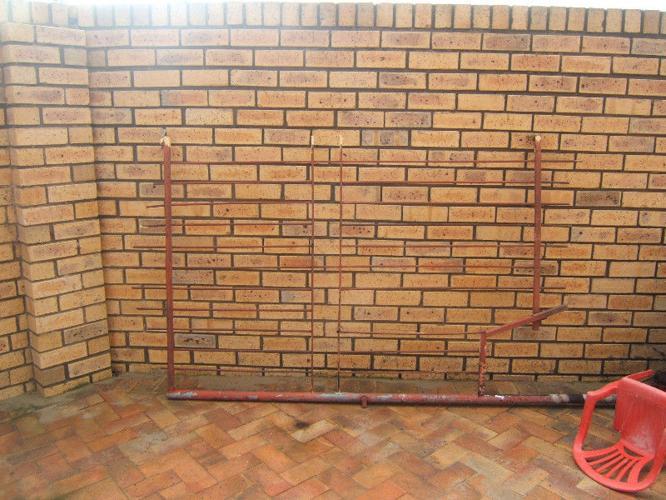 FENCING RAILS PLUS GATE