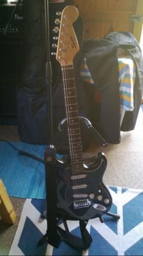 Fender Squier Stratocaster + Bag + accessories etc