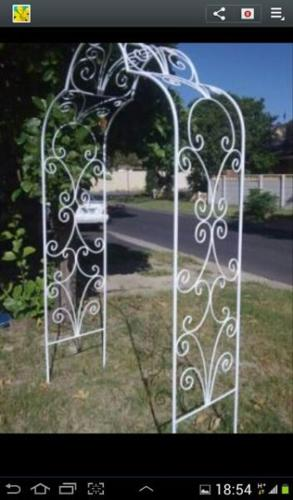 FREE cakestand with wrought iron arch