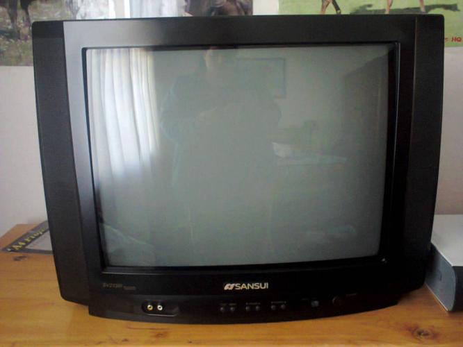 Gaming setup for sale : TV , Xbox 360 arcade and 3 new