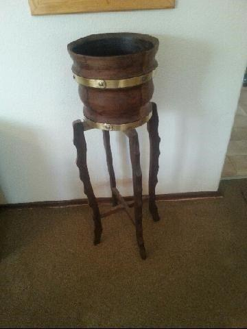Glass top side table R400; Complete table with barrel