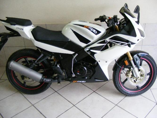Gomoto ZR 200