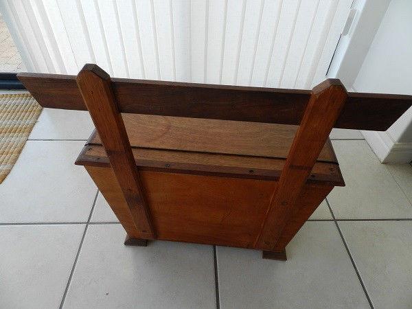 Handmade little kist/sitting chair