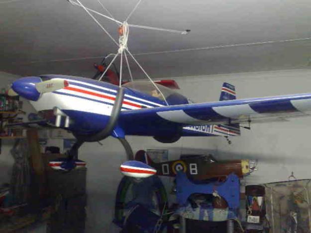 Hangar 9 Extra 330 s 27%