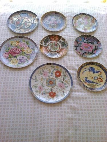 Imari - style collectable plates