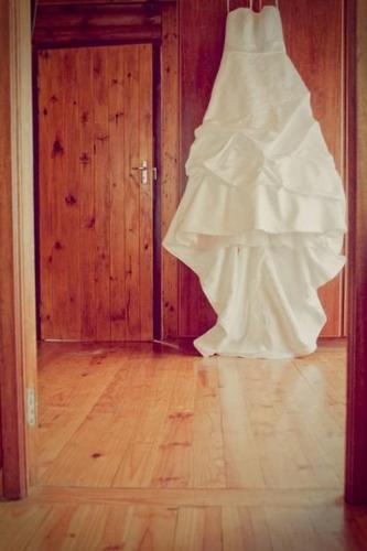 IMMACULATE WEDDING DRESS FOR SALE