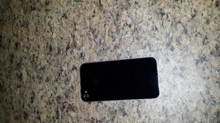 iphone 4 black 16GB R1400 . 0790160050