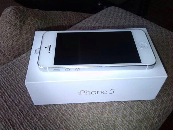 iPhone 5 32gb for R4800 contact 0848571194