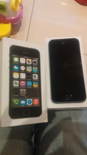 IPhone 5s 64 gig like new space gray
