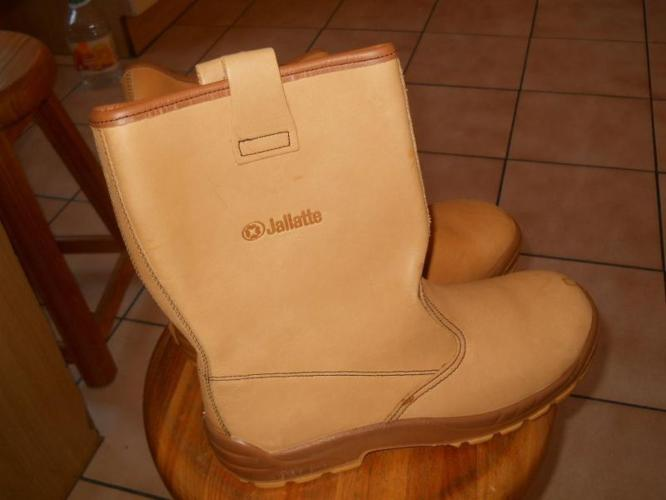 2cc19f17b83 Jallatte rigger boots size 10. 1/2 for Sale in Kuils River, Western ...