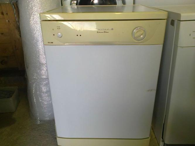 Kelvinator 12 Place Dishwasher KD112NW